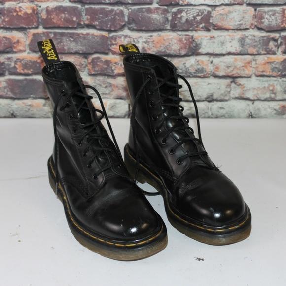 Women s Dr. Martens Black Combat Boots Size 8 40ea6a6b6